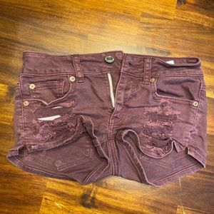 Women's distressed shorts denim